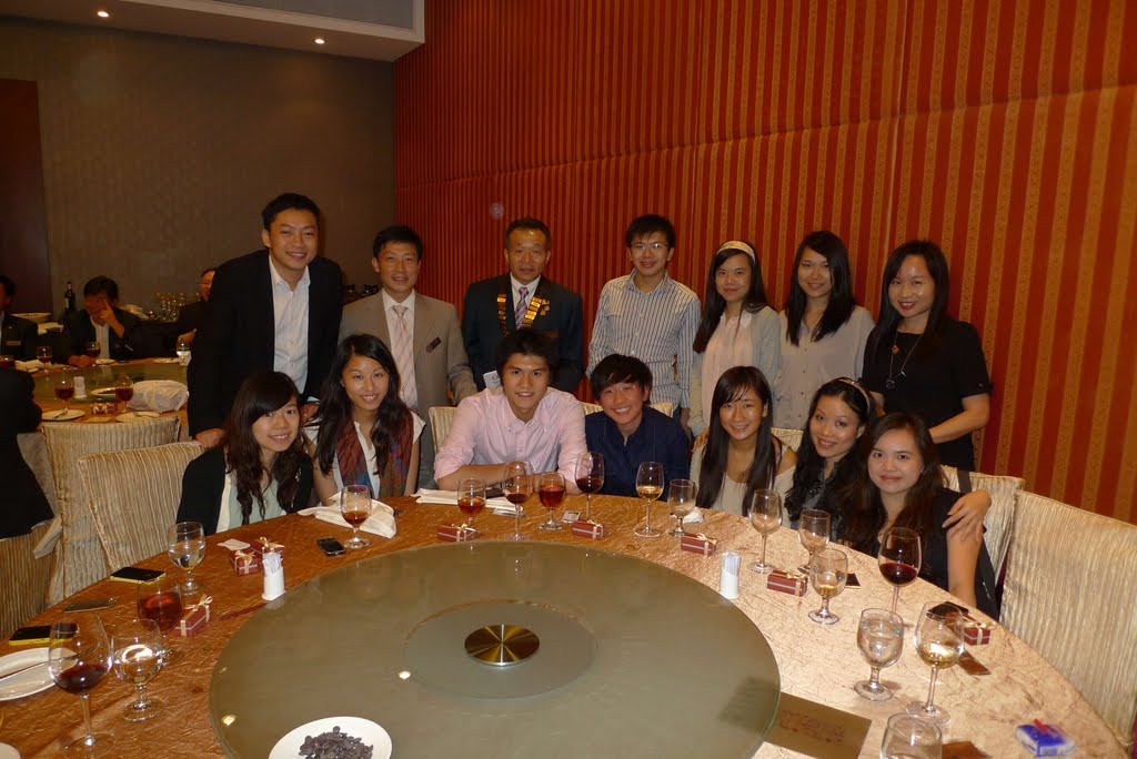 29Aug mtg-04 (with Rotaractors).jpg