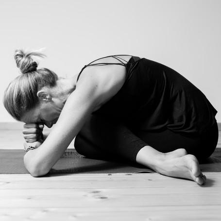 Ateliers yoga 1 fois par mois.