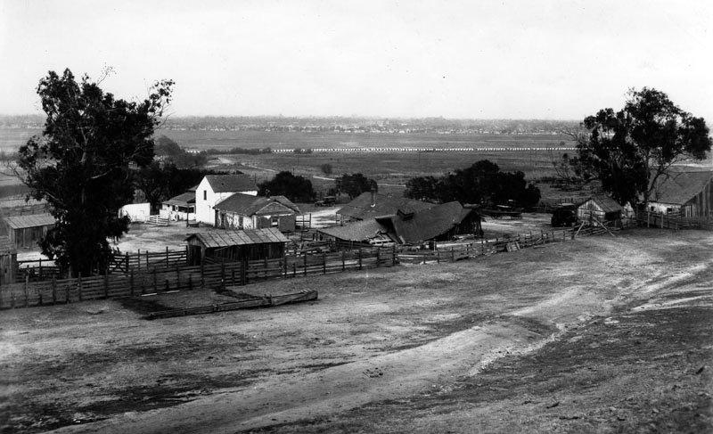 Rancho_de_La_Cienega_Panorama.jpg
