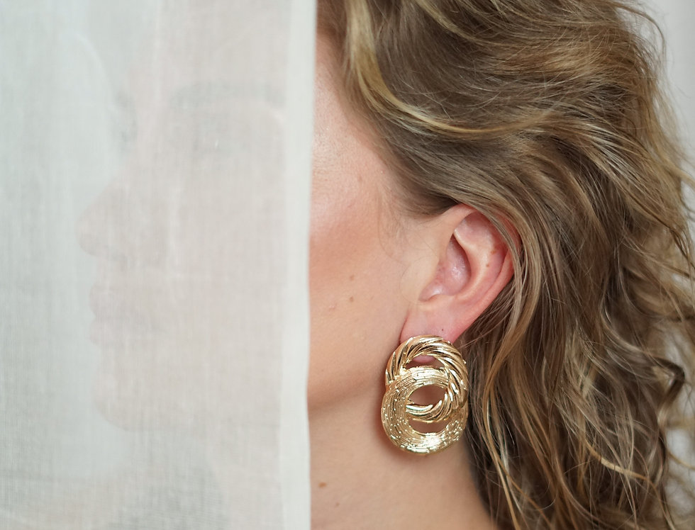 SHOHRE hoop earrings