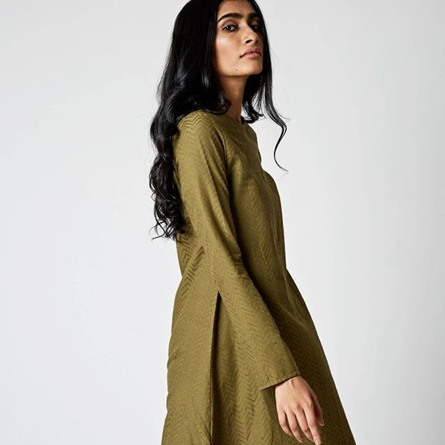 Jacquard feature - Lenya dress in olive.