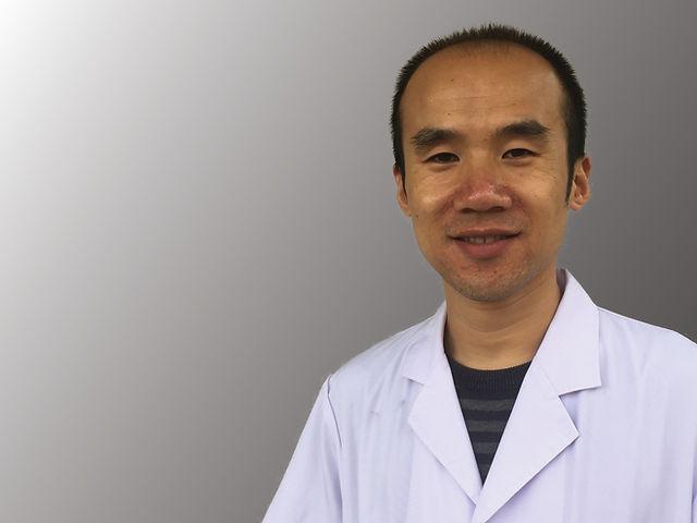 Chinesischer Therapeut G. Liu bei TCM Praxis Wil