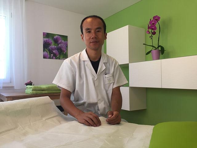 Herr Liu im Behandlungszimmer