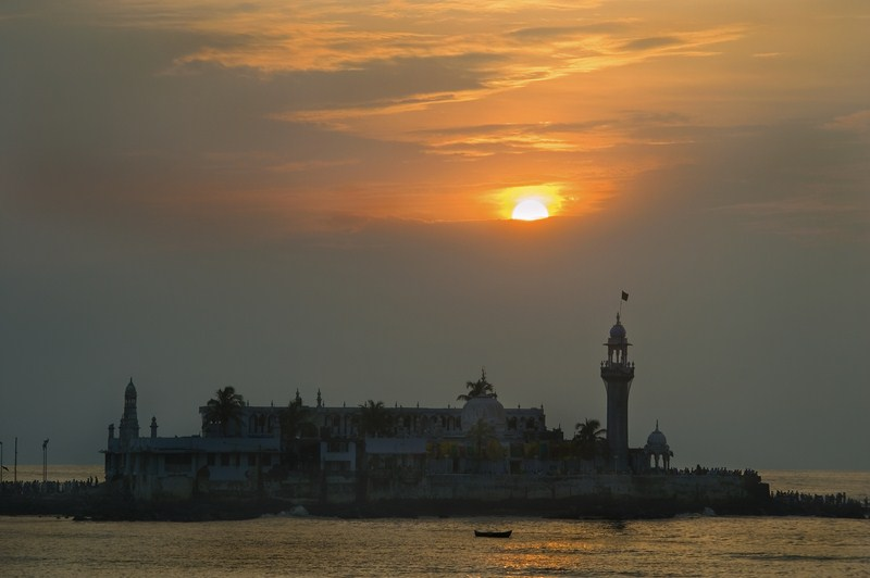 Sunset and Haji Ali.jpg