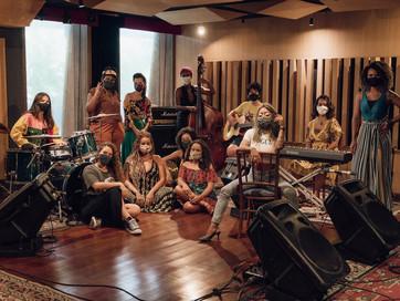 """Projeto de criação musical feminina, MANA lança EP """"Lugar da Mulher"""""""
