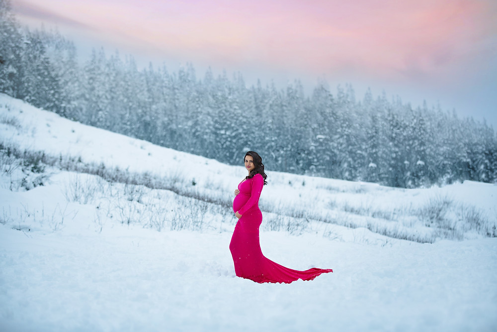 Winter Maternity Photo Session At Snoqualmie Pass