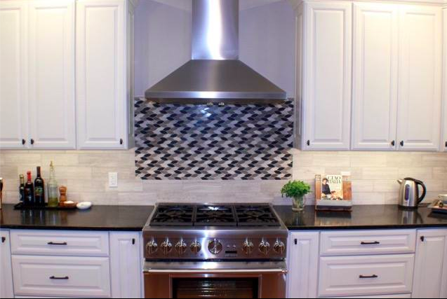 White cabinets + backsplash detail