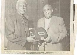 Carroll & Rev. Middlebrooks holds defibrillator Sept 20 2007