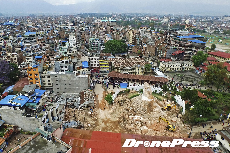 200여년의 역사를 자랑했던 네팔의 대표적 세계문화유산인 다라하라 타워가 지난 25일 발생한 대지진으로 인해 완전히 소멸되었다 (7)- 드론프레스 제공
