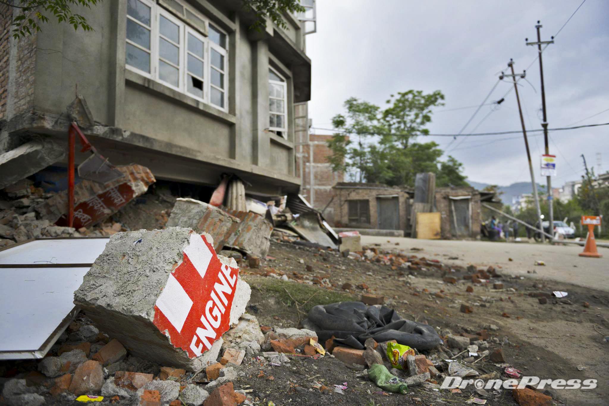 4월 29일 대지진이 휩쓸고 지나간 네팔 카트만두 거리의 모습 - 드론프레스 제공
