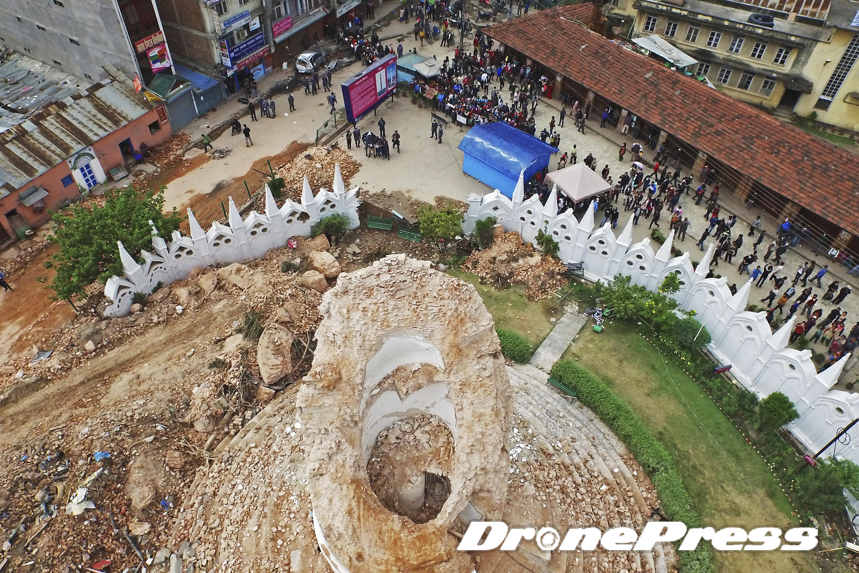 200여년의 역사를 자랑했던 네팔의 대표적 세계문화유산인 다라하라 타워가 지난 25일 발생한 대지진으로 인해 완전히 소멸되었다 (5)- 드론프레스 제공