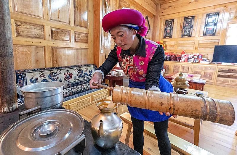 Drink warm yak butter tea at Tibetan's home