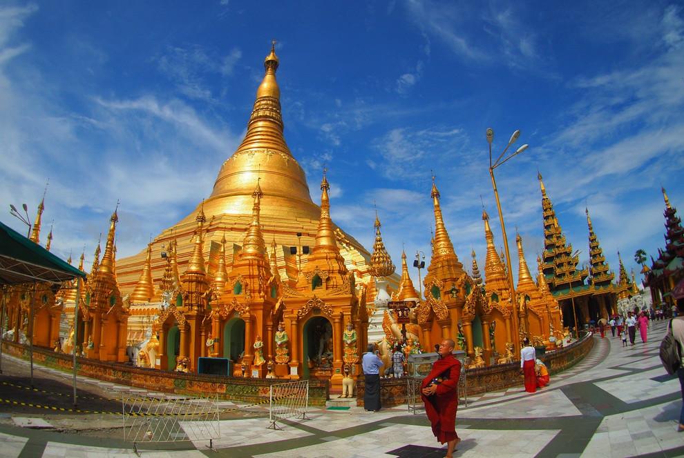 Be mesmerised by the golden splendour of the Shwedagon Pagoda