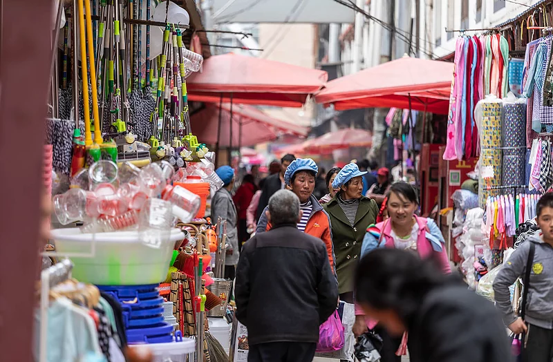 A guided visit to the bustling local markets
