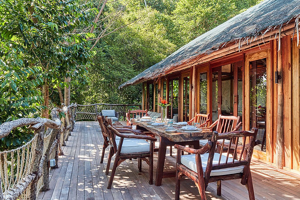 dining_jungle_lodge_deck.jpg