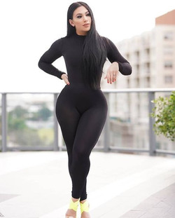 moça de preto