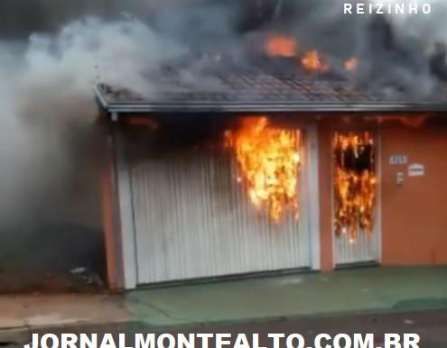 Residência na rua Guerino Carrieiro, no Jardim Santa Júlia, pegou fogo no início desta manhã. 16/12