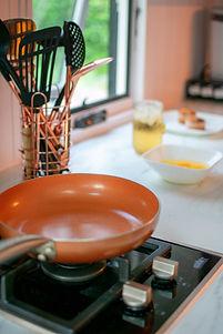 photo-of-frying-pan-on-stove-2881747.jpg