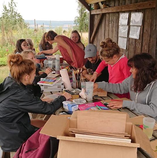Groupe lors d'un atelier botanique dans un jardin