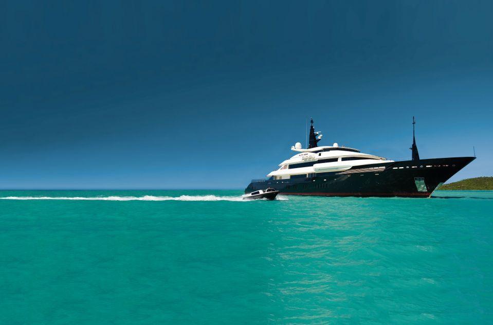 yacht-alfa-nero-running-01-554b42f6ca33d