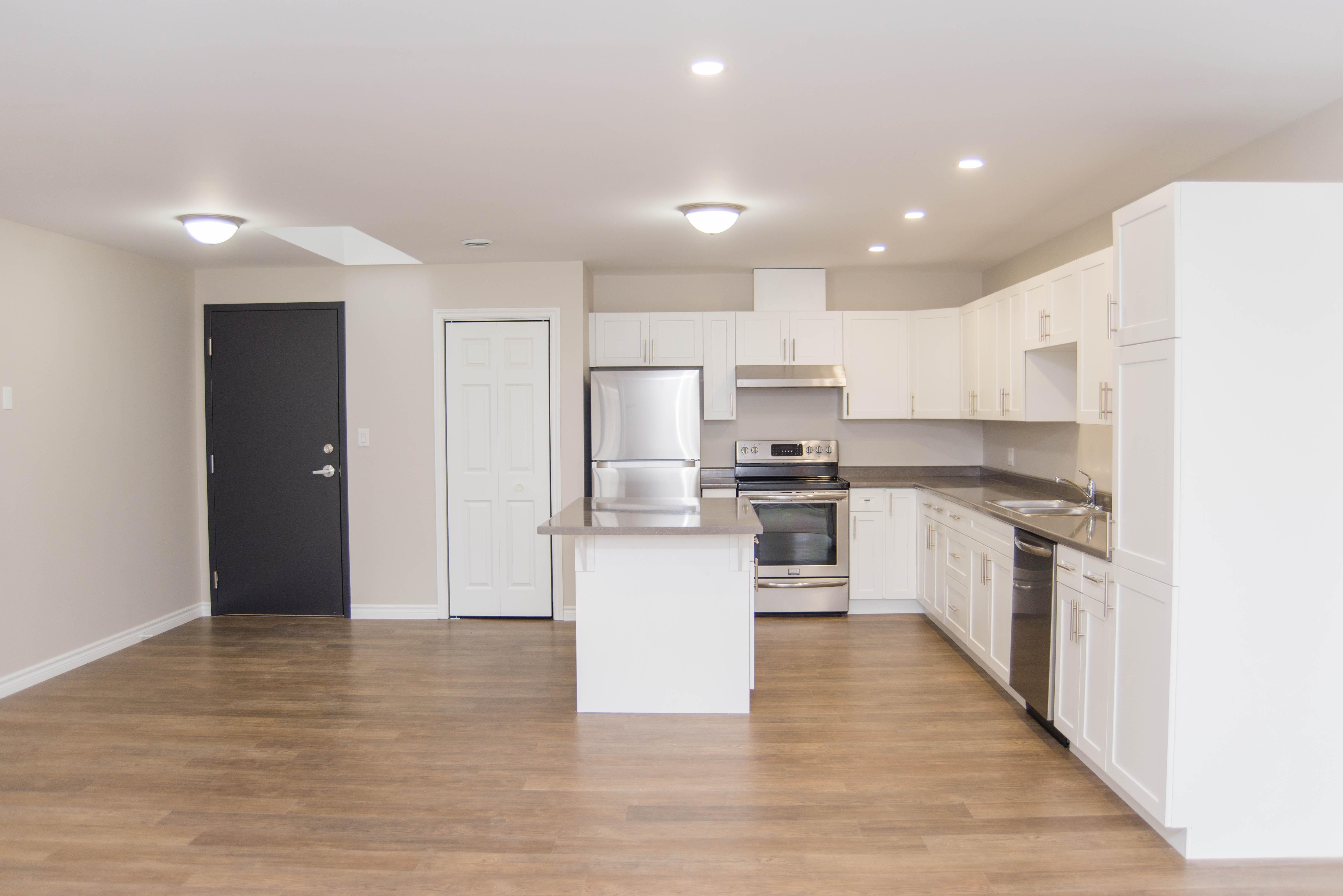 3 Bedroom - Kitchen/Entryway