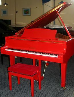Marshal naudotas raudonas fortepijonas.j
