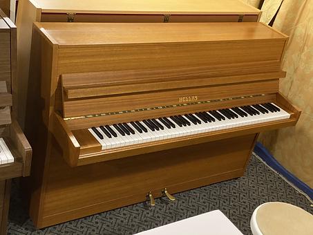 Naudotas pianinas hellas sviesus.HEIC