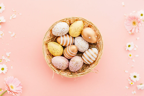 easter-flat-lay-eggs-with-flowers-pink.w