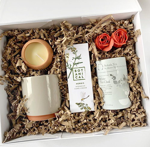 White gift box for her with Solaris White Chai Tea, botanical handcream, ceramic mug and a terracota tea light for delivery