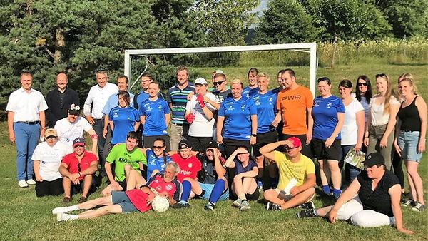 TSV Stetten Hechingen gemeinsam am Ball.