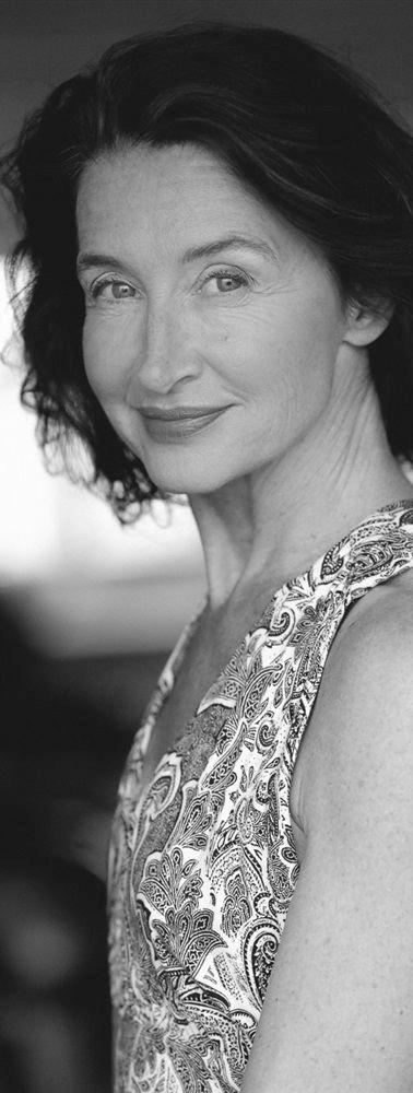 Anne Brochet (as Sofie)