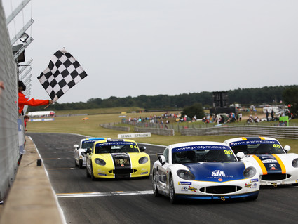 Further GT5 podium success for Richardson Racing at Snetterton