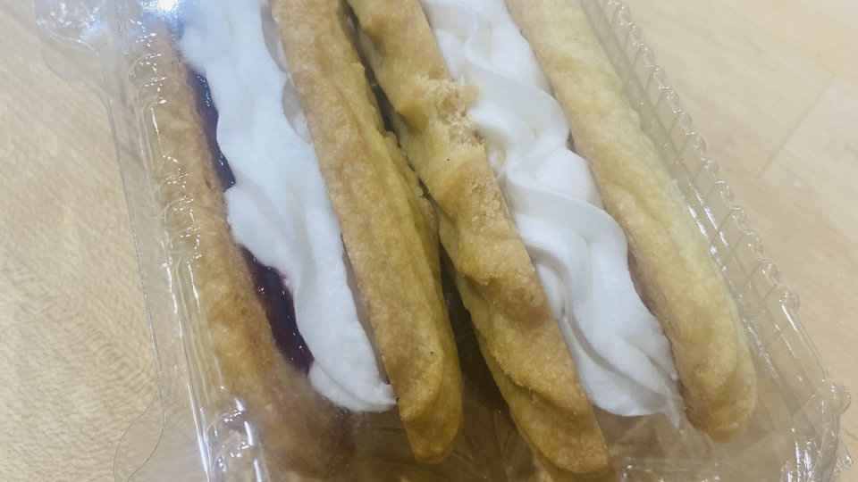 2 Long Viennese with butter cream and jam