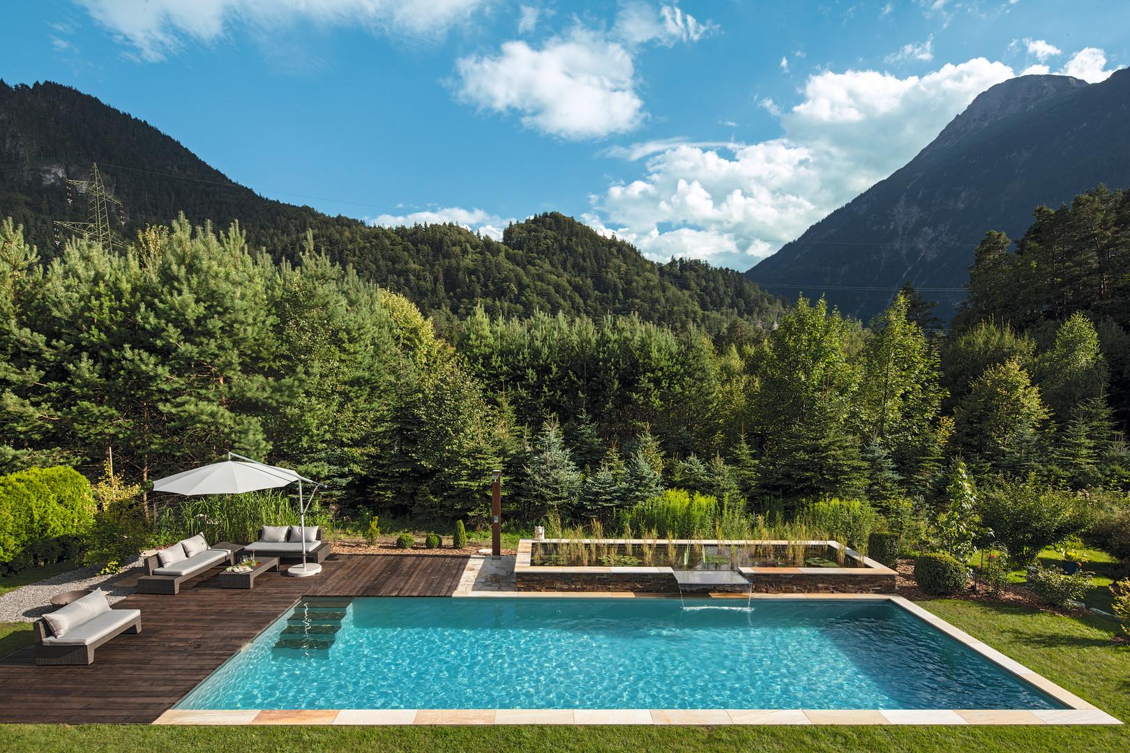 Tirol living-pool.jpg