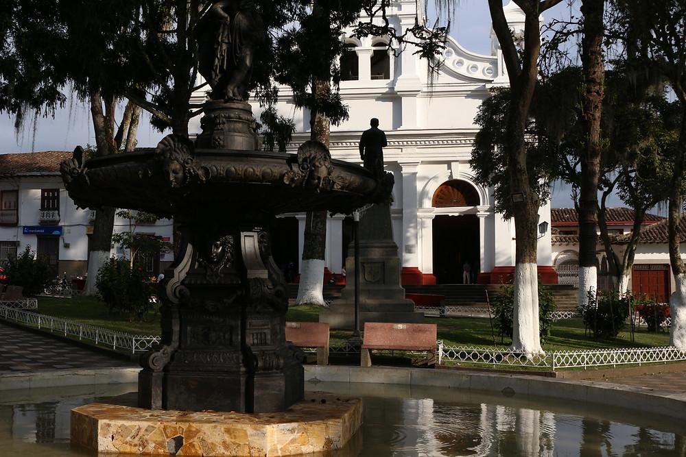 Place principale du village de Salamina en Colombie