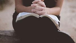 Réunion de prières au Culte de Gospel de Paris