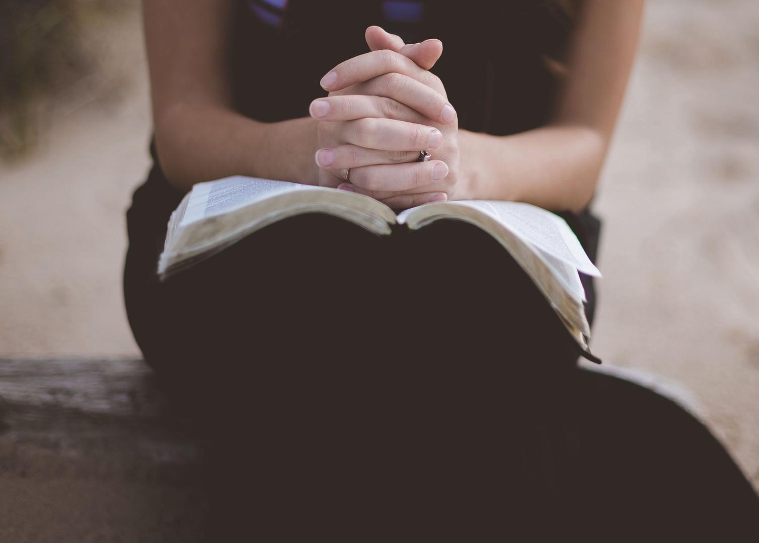 modląc