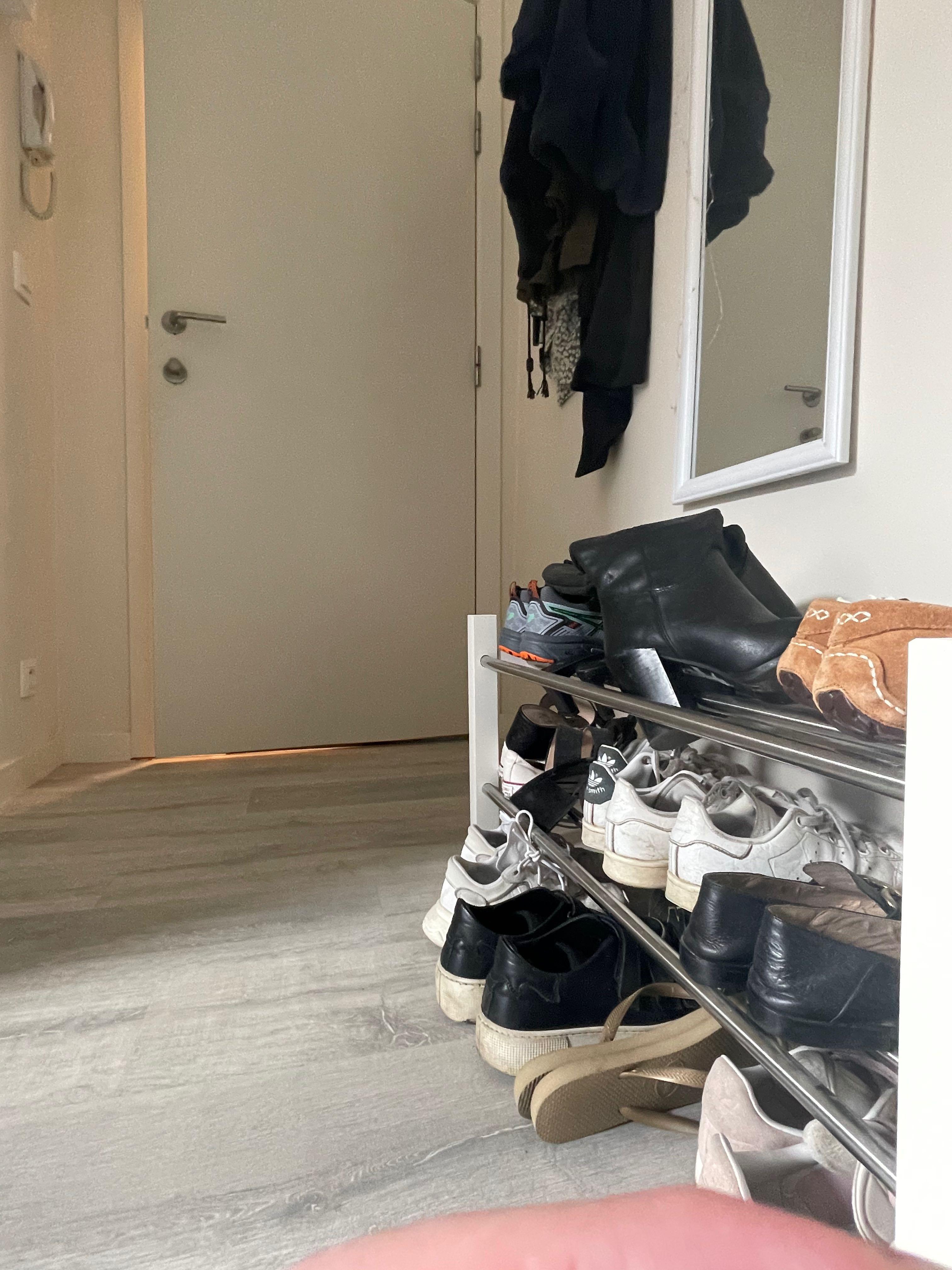 DB12-0202 - shoes