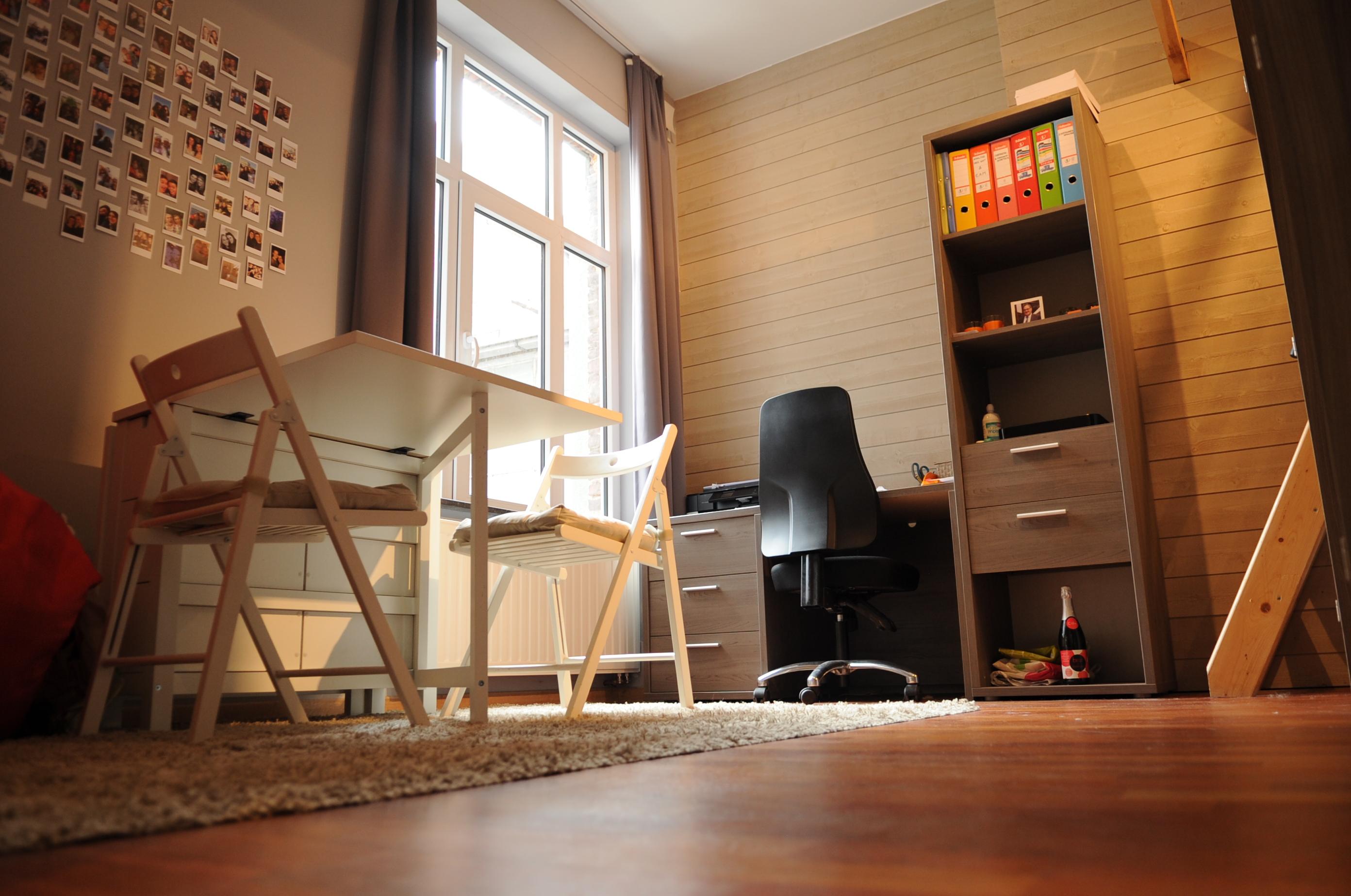 DB5-0102 - bureau en eethoek