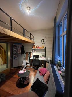 LP7-0101 - hoogslaper, bureau, venster
