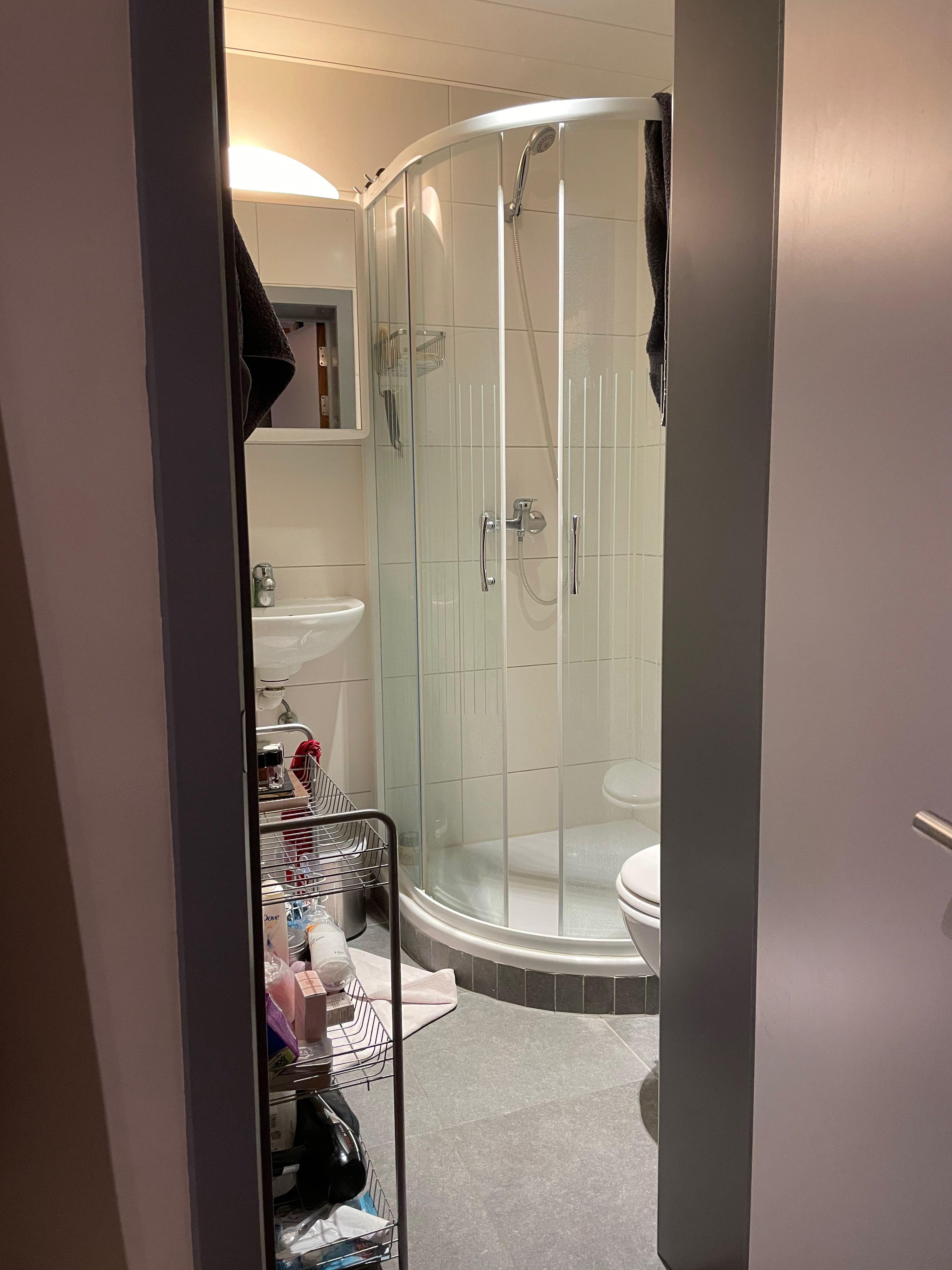 LP7-0101 - deur naar sanitair