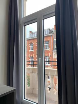 DB12-0203 - raam en balkon