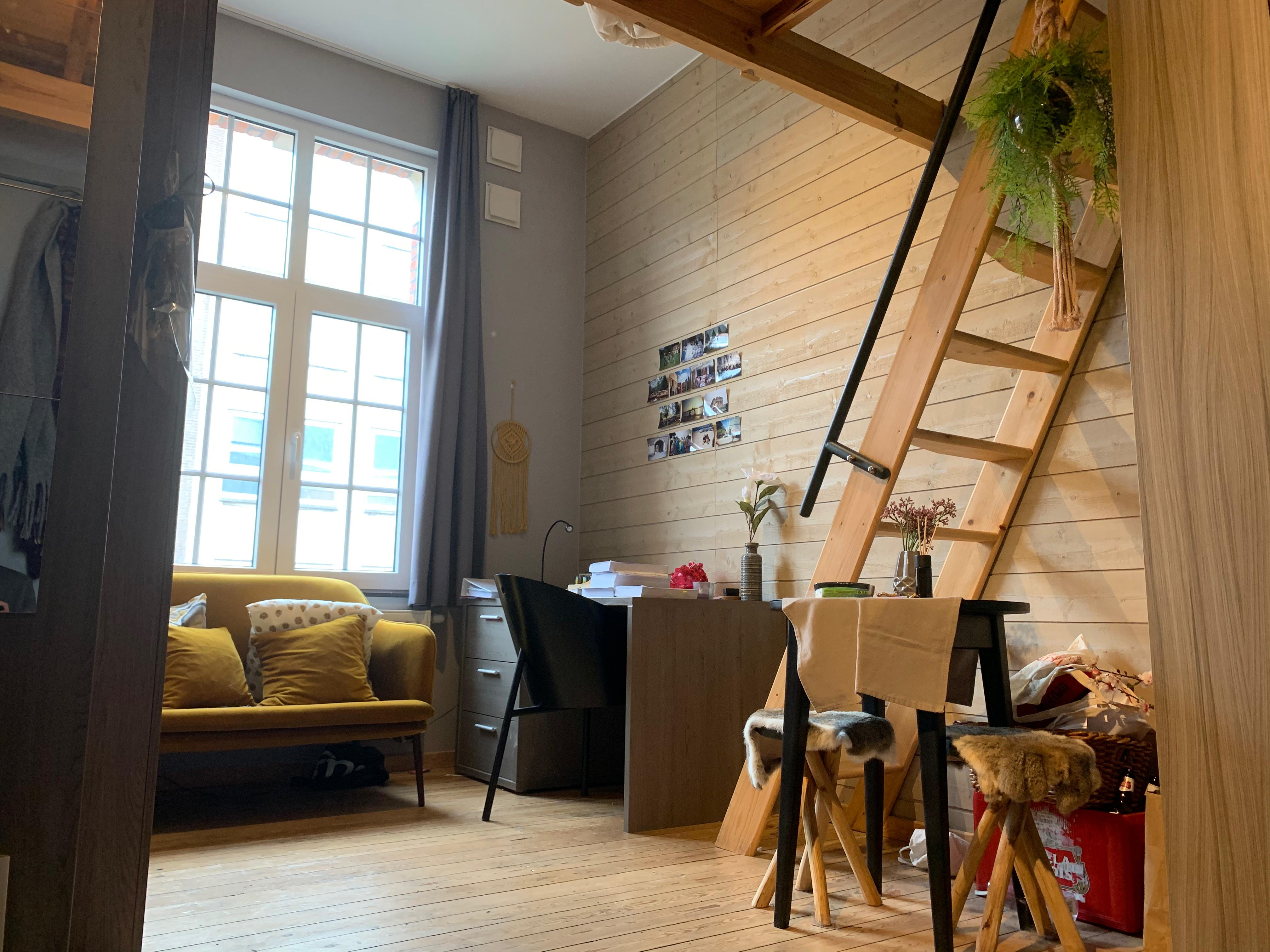 DB5-0203 - zetel, bureau, trap hoogslape