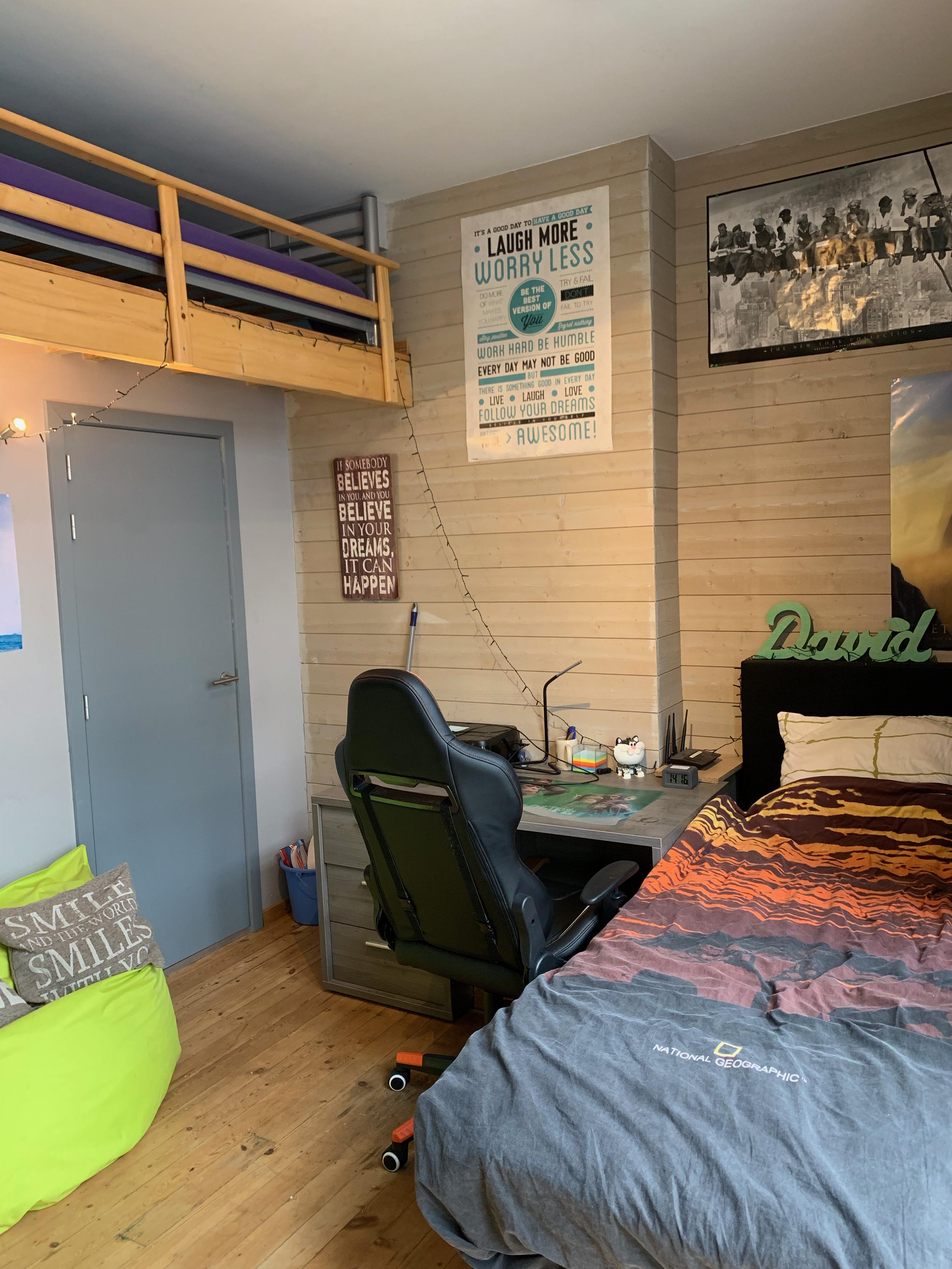 DB3-0202 - bureau, bed