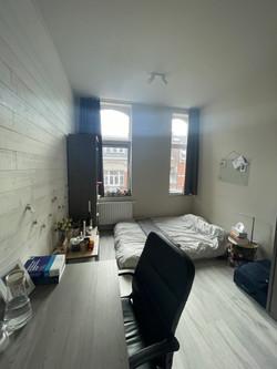DB12-0202 - bureau, bed