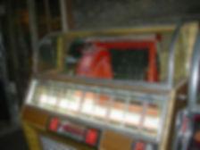 1024px-Seeburg_Select-o-matic_jukebox_de