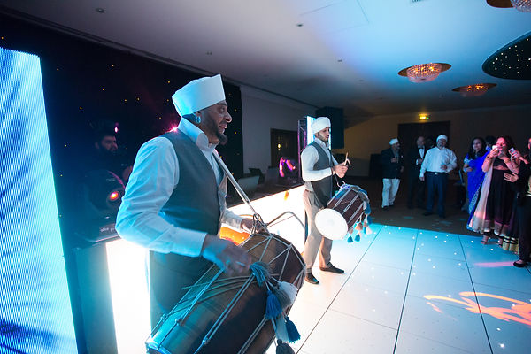 Dhol Players For hire - Dhol Players At Weddings