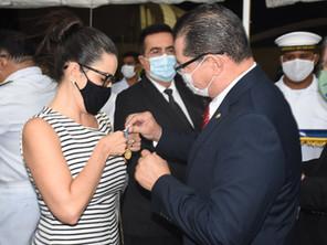 Medalha Amigo da Marinha é entregue para a diretora-presidente da CDC