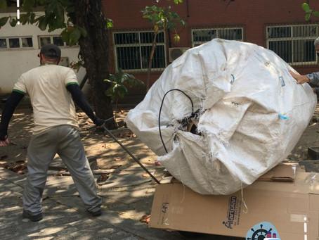 Papel, papelão e plástico são doados pela CDC para associação de recicladores