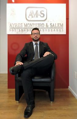 Dr. Henrique Ayres